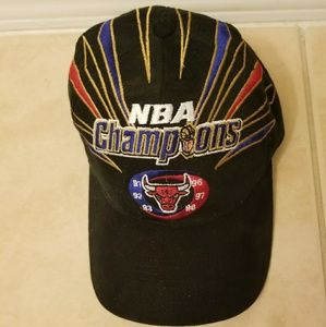 473e0de49332c STARTER Accessories - Authentic vintage Chicago Bulls 1998 Champs hat